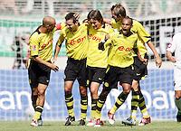 Fussball 1. Bundesliga Saison 2004/2005   2. Spieltag Borussia Moenchengladbach - Borussia Dortmund 2:3  14.8.04 Dortmunder Jubel: Leonrado DEDE, Niclas JENSEN, Tomas ROSICKY, EWERTHON und Andre BERGDOLMO (v.l.) bejubeln das 1:1