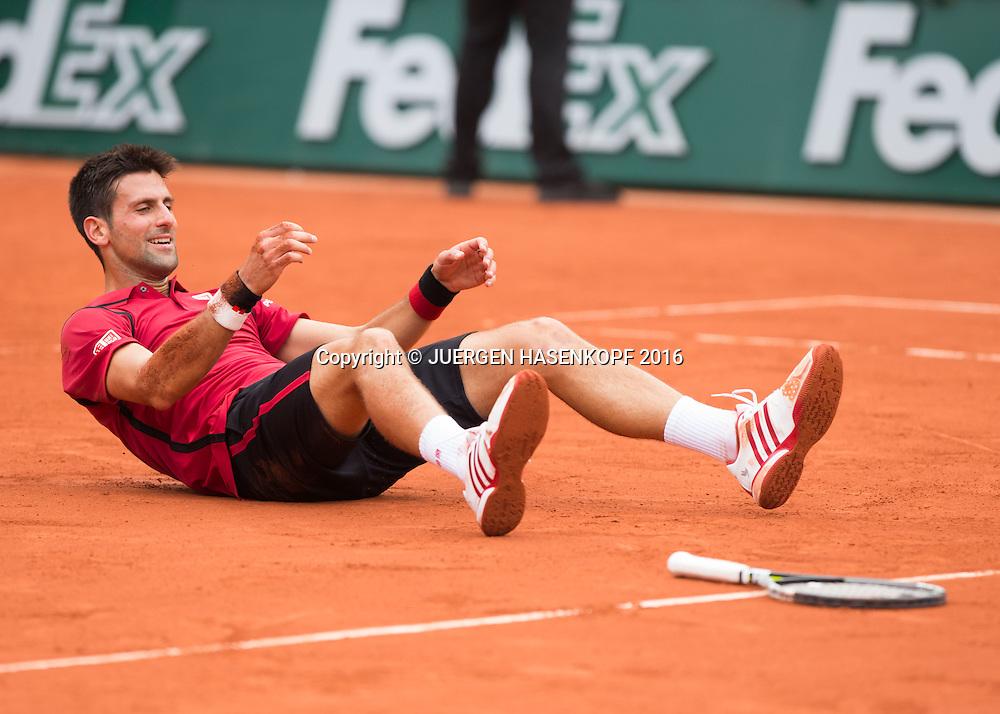 Novak Djokovic (SRB) liegt auf dem Boden nach seinem Sieg,Jubel,Emotion, Freude,Herren Finale, Endspiel,<br /> <br /> Tennis - French Open 2016 - Grand Slam ITF / ATP / WTA -  Roland Garros - Paris -  - France  - 5 June 2016.