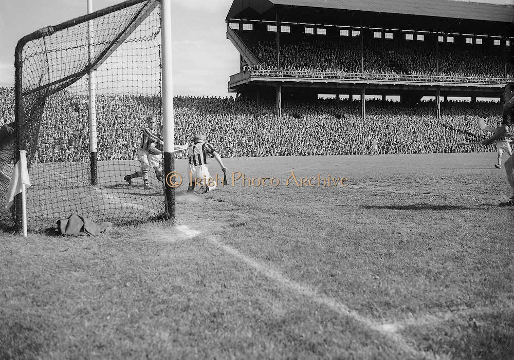 281/3967-3974...16081953AISHCSF...16.08.1953...All Ireland Senior Hurling Championship - Semi-Final..Galway.3-5.Kilkenny.1-10..