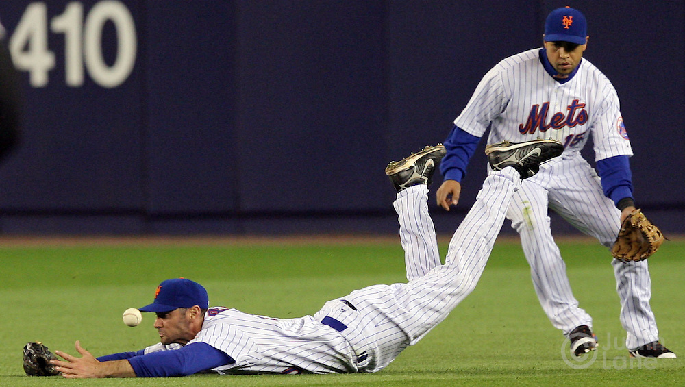 The Mets' shawn Green (L) is unable to catch a hit by the Yankees' Johnny Damon as teammate Carlos Betran (R) looks on during the 4th inning of the game between the New York Mets and the New York Yankees at Shea Stadium in Flushing Meadows, New York on 20 May 2007. Matsui ended up with a two-run double. .