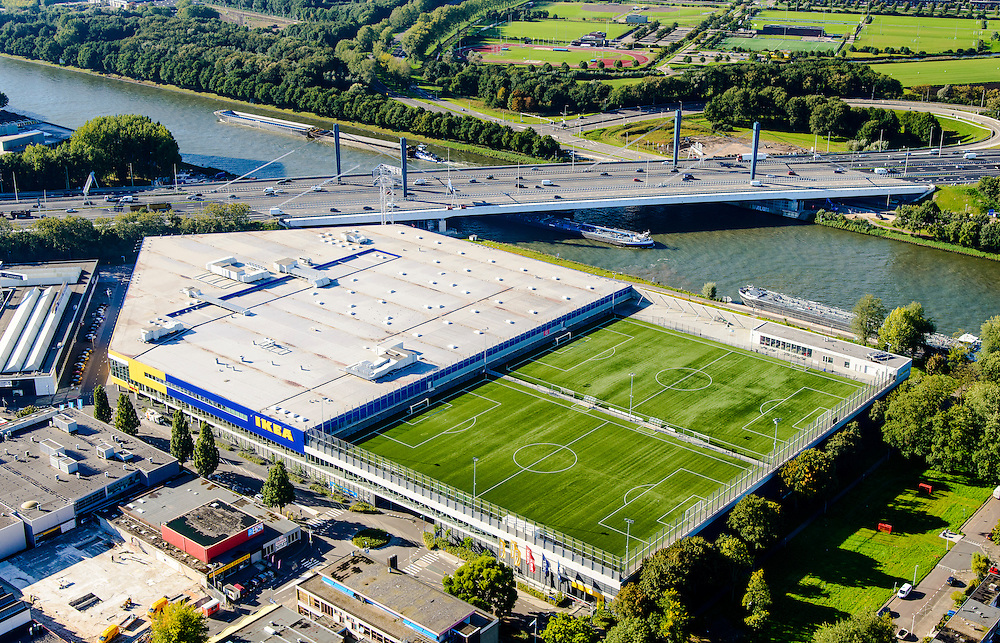 Nederland, Utrecht, Utrecht, 30-09-2015; Kanaleneiland, sportpark Azielaan van voetbalclub Faja Lobi KDS. De twee kunstgrasvelden zijn aangelegd op de parkeergarage van Ikea. <br /> Two artificial pitches are laid out on the car park of Ikea.<br /> <br /> luchtfoto (toeslag op standard tarieven);<br /> aerial photo (additional fee required);<br /> copyright foto/photo Siebe Swart