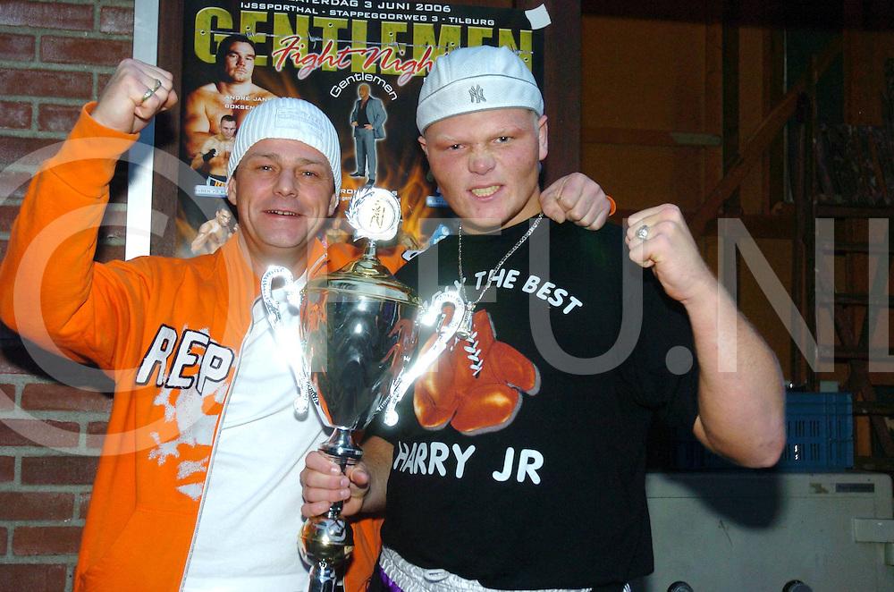 060326,dedemsvaart,nederland,<br /> harry duiven heeft toenooi gewonnen,<br /> samen op de foto met de persoon die het hoofdwedstrijd gesponserd heeft,<br /> Fotografie Frank Uijlenbroek&copy;2006sanderuijlenbroek