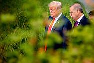 BRUSSEL - Recep Tayyip Erdogan  Bondskanselier van Duitsland Angela Merkel President van de Verenigde Staten Donald Trump praat met Premier van het Verenigd Koninrijk Theresa May tijdens de familiefoto op de NAVO-bijeenkomst in Brussel. Tijdens de top wordt onder meer gesproken over gereedheid, inzetbaarheid en het verbeteren van de militaire mobiliteit in Europa.  copyrught robin utrecht