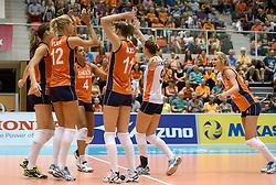 08-08-2014 NED: FIVB Grand Prix Nederland - Puerto Rico, Doetinchem<br /> Robin de Kruijf, Manon Flier, Celeste Plak, Anne Buijs, Myrthe Schoot, Laura Dijkema