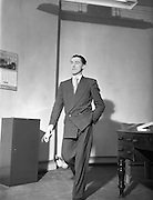 04/11/1952<br /> 11/04/1952<br /> 04 November 1952<br /> Peter Owens Managing Director of Domas Ltd, various poses for Domas Ltd.