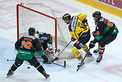 28.11.2017, Albert Schultz Halle, Wien, AUT, EBEL, Vienna Capitals vs Moser Medical Graz 99ers, 25. Runde, im Bild Brock Nixon (Moser Medical Graz 99ers), Hannu Toivonen (Moser Medical Graz 99ers), Tyler Cuma (UPC Vienna Capitals) und Mario Petrovitz (Moser Medical Graz 99ers) // during the Erste Bank Icehockey League 25th Round match between Vienna Capitals and Moser Medical Graz 99ers at the Albert Schultz Ice Arena, Vienna, Austria on 2017/11/28. EXPA Pictures © 2017, PhotoCredit: EXPA/ Thomas Haumer