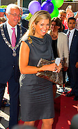 """HILVERSUM - Queen Maxima, honorary president of platform Pointer in money matters is Thursday, September 11th attended the DNB Retirement Seminar 2014 in theater Spant in Bussum. The seminar's theme is """"The participant in the picture. One of the topics is the importance of pension awareness among consumers. Audiences are directors and policymakers from pension funds. COPYRIGHT ROBIN UTRECHT"""