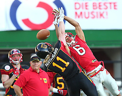 07.06.2014, Ernst Happel Stadion, Wien, AUT, American Football Europameisterschaft 2014, Finale, Oesterreich (AUT) vs Deutschland (GER), im Bild Enrico Martini, (Team Germany, DB, #11) und Laurinho Walch, (Team Austria, WR, #6) // during the American Football European Championship 2014 final game between Austria and Denmark at the Ernst Happel Stadion, Vienna, Austria on 2014/06/07. EXPA Pictures © 2014, PhotoCredit: EXPA/ Thomas Haumer