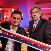 NLD/Hilversum/20120326 - Johan Derksen en Wilfred Genee in de Voetbal International studio van Ferdi Bolland ivm opname EK cd,