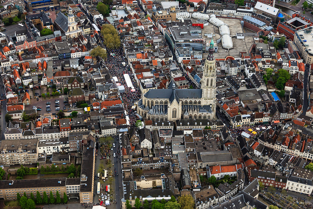 Nederland, Noord-Brabant, Breda, 09-05-2013; centrum van Breda, rond de  Grote of Onze-Lieve-Vrouwekerk. Grote Markt.<br /> <br /> Drukte vanwege Breda Jazz Festival 2013.<br /> Center of Breda, around the Great Church.<br /> Many people around because of the Breda Jazz Festival 2013.<br /> luchtfoto (toeslag op standard tarieven);<br /> aerial photo (additional fee required);<br /> copyright foto/photo Siebe Swart.
