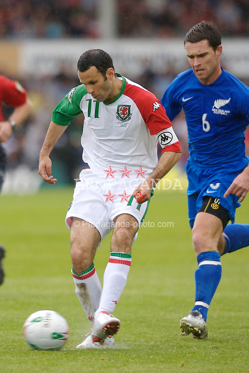 Wrexham, Wales - Saturday, May 26, 2007: Wales' Ryan Giggs and New Zealand's Tim Brown during the International Friendly match at the Racecourse Ground. (Pic by David Rawcliffe/Propaganda)