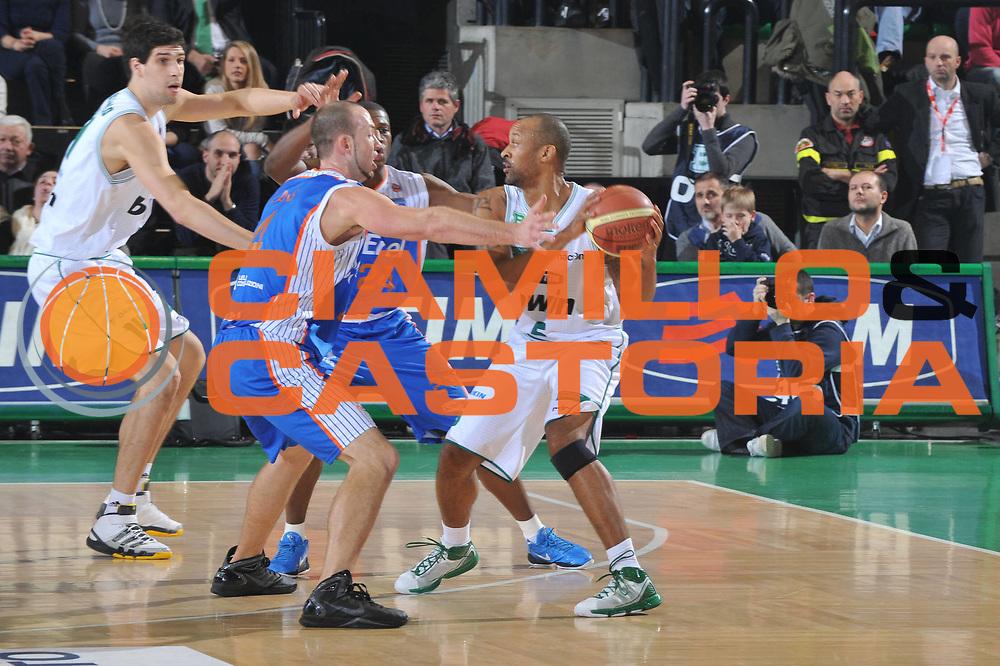 DESCRIZIONE : Treviso Lega A 2010-11 Benetton Treviso Enel Brindisi<br /> GIOCATORE : Devil Smith<br /> SQUADRA : Benetton Treviso<br /> EVENTO : Campionato Lega A 2010-2011 <br /> GARA : Benetton Treviso Enel Brindisi<br /> DATA : 06/01/2011<br /> CATEGORIA : Passaggio<br /> SPORT : Pallacanestro <br /> AUTORE : Agenzia Ciamillo-Castoria/M.Gregolin<br /> Galleria : Lega Basket A 2010-2011 <br /> Fotonotizia : Treviso Lega A 2010-11 Benetton Treviso Enel Brindisi<br /> Predefinita :