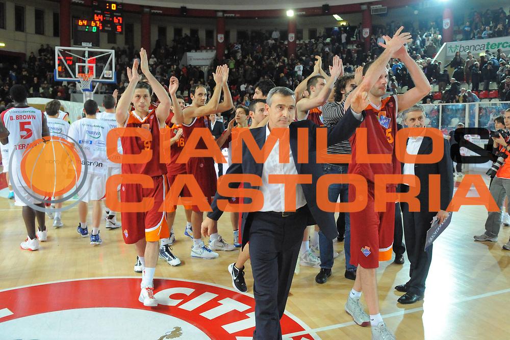 DESCRIZIONE : Teramo Lega A 2011-12 Banca Tercas Teramo Acea Virtus Roma<br /> GIOCATORE : Lino Lardo<br /> CATEGORIA : team esultanza<br /> SQUADRA : Acea Virtus Roma<br /> EVENTO : Campionato Lega A 2011-2012<br /> GARA : Banca Tercas Teramo Acea Virtus Roma<br /> DATA : 27/12/2011<br /> SPORT : Pallacanestro<br /> AUTORE : Agenzia Ciamillo-Castoria/GiulioCiamillo<br /> Galleria : Lega Basket A 2011-2012<br /> Fotonotizia : Teramo Lega A 2011-12 Banca Tercas Teramo Acea Virtus Roma<br /> Predefinita :