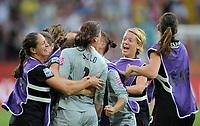 Fotball<br /> VM kvinner 2011 Tyskland<br /> 10.07.2011<br /> Kvartfinale<br /> USA v Brasil<br /> Foto: Witters/Digitalsport<br /> NORWAY ONLY<br /> <br /> Schlussjubel Torfrau Hope Solo (USA)<br /> Frauenfussball WM 2011 in Deutschland, Viertelfinale, Brasilien - USA 3:5 n.E.