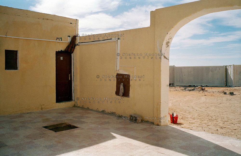 Rabuni Febbraio 2012.La porta  con  il numero 01 è l'abitazione da dove è stata sequestrata  Rossella Urru,la cooperante di 29 anni rapita da  oltre quattro mesi  dal campo campo profughi saharawi di Rabuni a Tindouf  nel sud dell'Algeria assieme ad altri due volontari spagnoli dai terroristi di Al-Qaeda