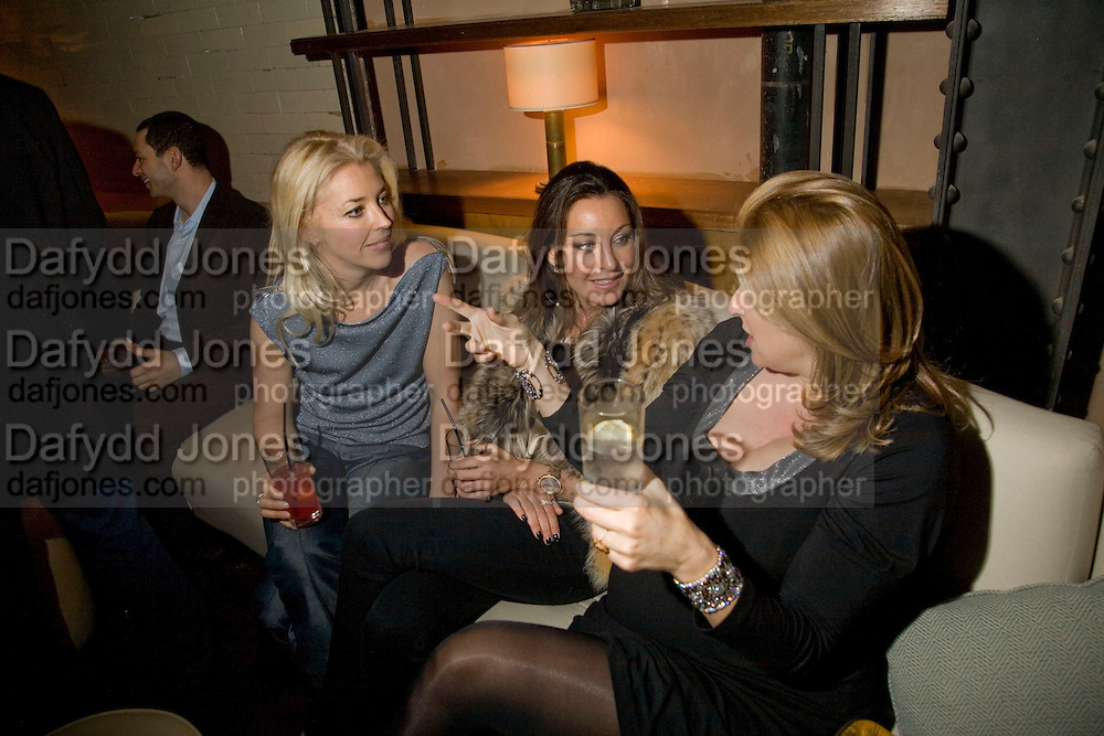 TAMARA BECKWITH AND TAMARA MELLON, Dinner after the opening of Kevin Lynch: Octagon - private view Hamiltons Gallery, Berkeley St. , London, W1, 17 January 2008. -DO NOT ARCHIVE-© Copyright Photograph by Dafydd Jones. 248 Clapham Rd. London SW9 0PZ. Tel 0207 820 0771. www.dafjones.com.
