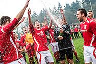 25-04-2015: Voetbal: SVMM - Rood-Wit'58: Maarn<br /> <br /> (L-R) Een douche van champagne na het behalen van het kampioenschap van Rood-wit '58<br /> Zaterdag standaard 4e klasse G <br /> seizoen 2014-2015