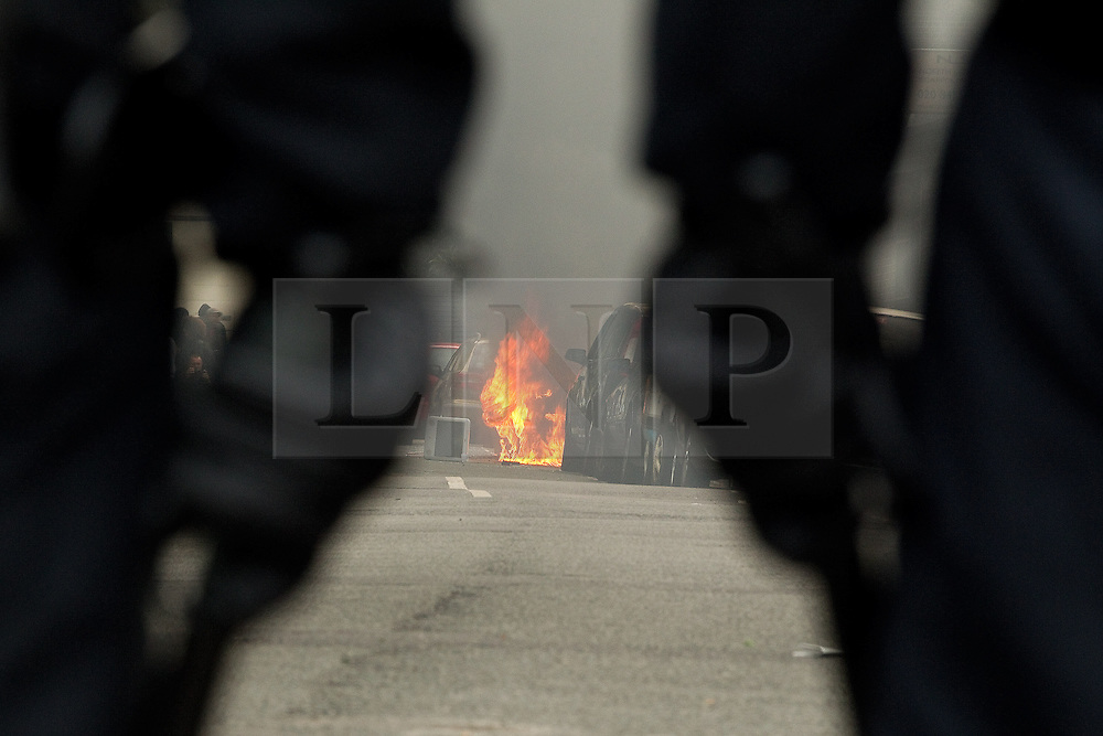 © licensed to London News Pictures. London, UK. 8th August 2011. Rioting in Hackney, London. Violence around Ellingfort Road in Hackney, East London. Please see special instructions for usage rates. Photo credit should read Joel Goodman/LNP