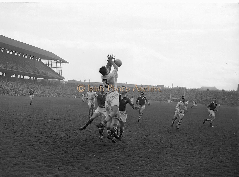 Neg No: 1001/a3626-a3632...17031956IPFCF...17.03.1956...Interprovincial Railway Cup Football - Final..Ulster.00-12.Munster.00-04..