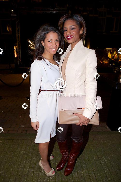 AMSTERDAM - Bij brasserie van Dam hield het glamour magazine Talkies hun 20 jarig bestaan. Dit werd gevierd met de nieuwe cover van het magazine. Met hier op de foto  Silvana Simons met haar dochter Salvatore. FOTO LEVIN DEN BOER - PERSFOTO.NU
