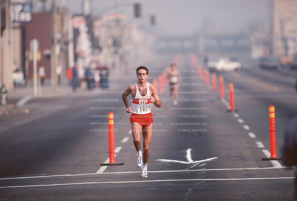 BAKERSFIELD, CA -  NOVEMBER 1983:  Alberto Salazar #101 runs the Golden Empire Marathon held in November 1983 in Bakersfield, California.  (Photo by David Madison/Getty Images) *** Local Caption *** Alberto Salazar
