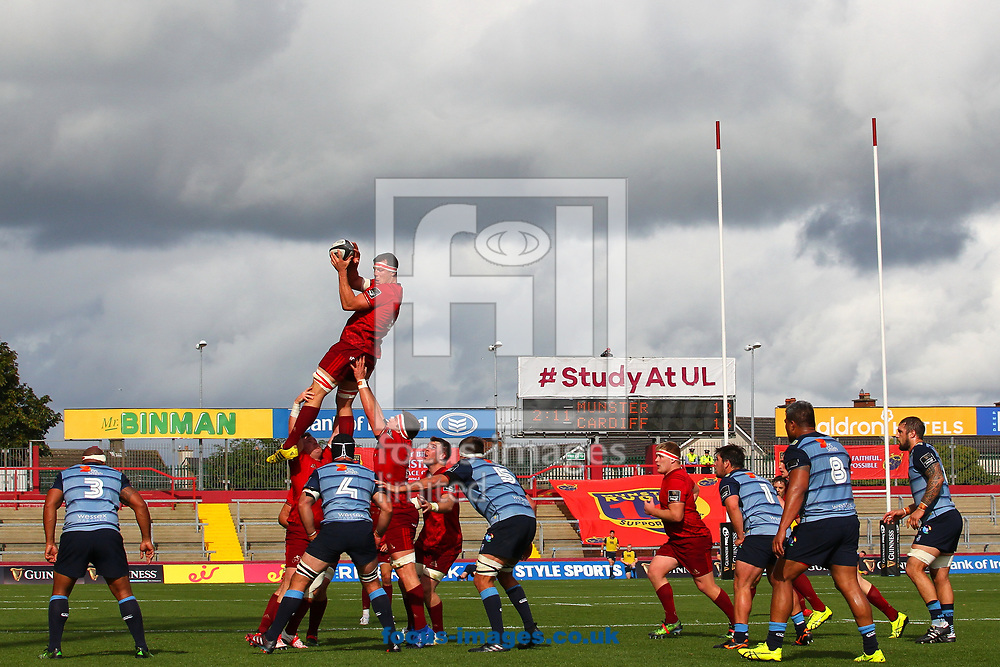 Robin Copeland of Munster in the line out during the Guinness Pro 14 match at Thomond Park, Limerick<br /> Picture by Yannis Halas/Focus Images Ltd +353 8725 82019<br /> 30/09/2017