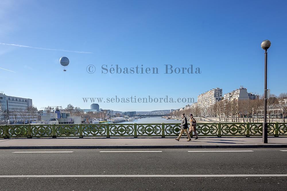 Vue du ballon Generali depuis le pont Mirabeau // View of Generali ballon from Mirabeau bridge