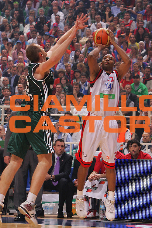 DESCRIZIONE : Atene Athens Eurolega Euroleague 2006-07 Final Four Semifinale Semifinal Panathinaikos Atene Tau Ceramica Vitoria <br /> GIOCATORE : House <br /> SQUADRA : Panathinaikos Atene <br /> EVENTO : Eurolega 2006-2007 Final Four Semifinal Semifinale <br /> GARA : Panathinaikos Atene Tau Vitoria <br /> DATA : 04/05/2007 <br /> CATEGORIA : Tiro <br /> SPORT : Pallacanestro <br /> AUTORE : Agenzia Ciamillo-Castoria/S.Silvestri