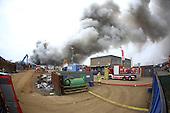 Brand auf Schrottplatz