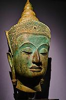 France, Paris (75), Musée Guimet, tête de Bouddha paré, Thailande, art thaï d'Ayutthaya, 16e siecle // France, Paris, Guimet museum, trimmed Buddha head, Thailand, Ayutthaya Thai art, 16 century