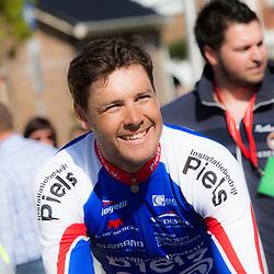 2-05-2015: Wielrennen: Ronde van Overijssel mannen: Rijssen  <br />RIJSSEN (NED) wielrennen:  De 63e ronde van Overijssel heeft als zwaarte punt de heuveltjes rond Ootmarsum en de Sallandse heuvelrug. Net als in de ronde van Vlaanderen kent men in Overijssel het dorp van de ronde. In 2015 is de eer aan Markelo.<br />Jeff Vermeulen