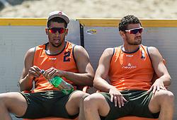 17-06-2016 NED: Beachvolleybaltoernooi eredivisie, Amsterdam<br /> Op het Mercatorplein in Amsterdam gaan de beachers uit de eredivisie van start / Eargenell de Cuba #2, Mitchel Daniel #1