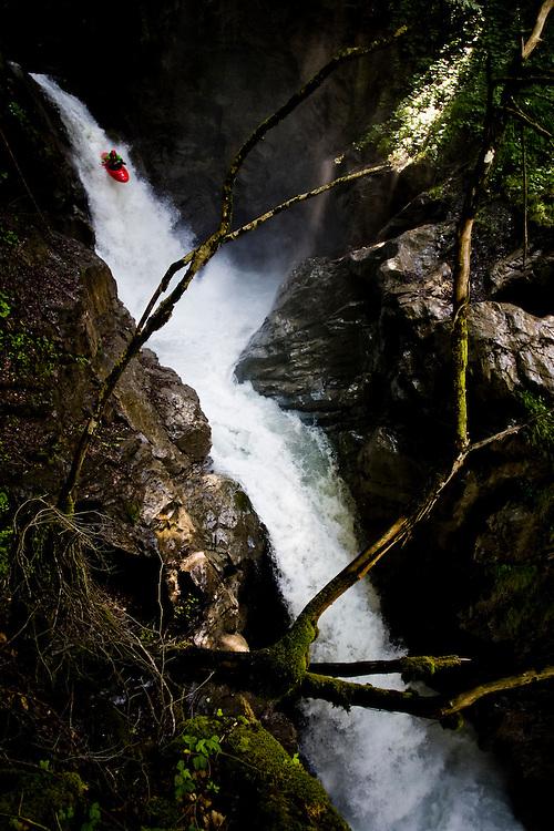 Location Interlaken (Switerland) Photographer: Christophe Margot<br /> Date: 29 June 2008<br /> Athlete: Seppi Strohmeier/Team IBEX <br /> Description:Action Kayak