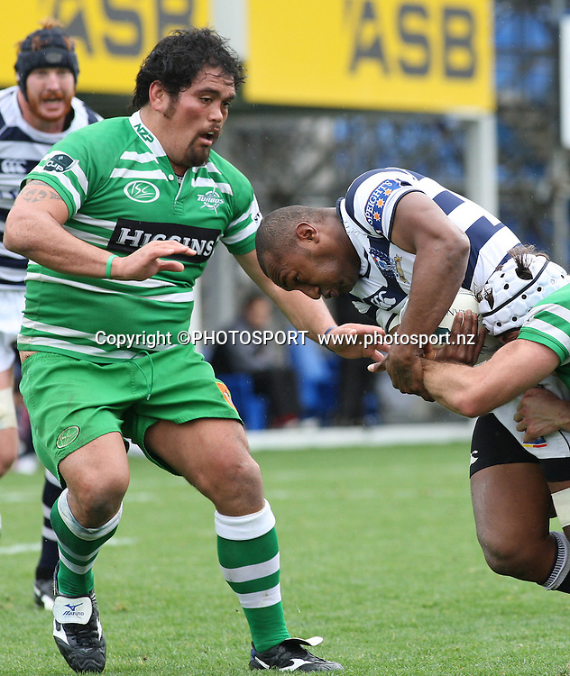 Manawatu's David Te Moana and Auckland's Johnny Leota <br />