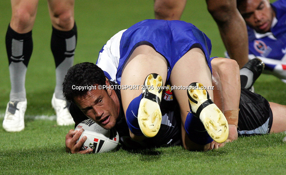 Warriors Logan Swann scores a try at the pre season NRL match between the Warriors and Bulldogs at North Harbour Stadium, Auckland, New Zealand, on Saturday 3 March 2007. Photo: Andrew Cornaga/PHOTOSPORT