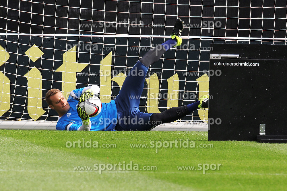 02.09.2015, Commerzbanarena, Frankfurt, GER, UEFA Euro 2016 Qualifikation, Deutschland, Training, im Bild Torwart Manuel Neuer, Reaktionstraing mit abpraller von der Holzwand // during a training session of german national football team in front of the UEFA European Championship Qualifier matches against Poland and Scotland. Commerzbanarena in Frankfurt, Germany on 2015/09/02. EXPA Pictures &copy; 2015, PhotoCredit: EXPA/ Eibner-Pressefoto/ Roskaritz<br /> <br /> *****ATTENTION - OUT of GER*****