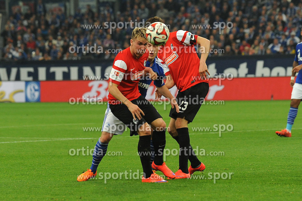 11.04.2015, Veltins Arena, Gelsenkirchen, GER, 1. FBL, Schalke 04 vs SC Freiburg, 28. Runde, im Bild Felix Klaus ( links ) und Julian Schuster ( rechts beide SC Freiburg ) nehmen Max Meyer ( mitte Schalke 04 ) in die Zange. // during the German Bundesliga 28th round match between Schalke 04 and SC Freiburg at the Veltins Arena in Gelsenkirchen, Germany on 2015/04/11. EXPA Pictures &copy; 2015, PhotoCredit: EXPA/ Eibner-Pressefoto/ Thienel<br /> <br /> *****ATTENTION - OUT of GER*****
