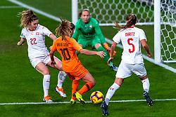 09-11-2018 NED: UEFA WC play-off final Netherlands - Switzerland, Utrecht<br /> European qualifying for the 2019 FIFA Women's World Cup - Danielle van de Donk #10 of Netherlands, Luana Buhler #22 of Switzerland, Noelle Maritz #5 of Switzerland, Gaelle Thalmann #1 of Switzerland