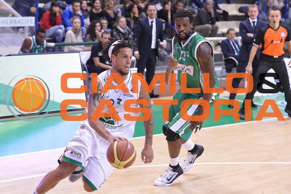DESCRIZIONE : Siena Lega A 2012-13 Montepaschi Siena Sidigas Avellino<br /> GIOCATORE : Daniel Hackett<br /> CATEGORIA : palleggio penetrazione<br /> SQUADRA : Montepaschi Siena<br /> EVENTO : Campionato Lega A 2012-2013 <br /> GARA :  Montepaschi Siena Sidigas Avellino<br /> DATA : 03/12/2012<br /> SPORT : Pallacanestro <br /> AUTORE : Agenzia Ciamillo-Castoria/GiulioCiamillo<br /> Galleria : Lega Basket A 2012-2013  <br /> Fotonotizia : Siena Lega A 2012-13 Montepaschi Siena Sidigas Avellino<br /> Predefinita :