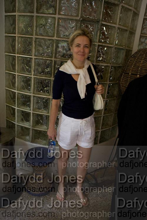 CORNELIA GUEST, The Moncler Duck toy interpreted by artist Stuart Semple. Presented by Fraca Sozzani. Raleigh Hotel Miami Beach. 5 December 2008 *** Local Caption *** -DO NOT ARCHIVE-© Copyright Photograph by Dafydd Jones. 248 Clapham Rd. London SW9 0PZ. Tel 0207 820 0771. www.dafjones.com.