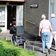 NLD/Huizen/20070717 - Heropening Kringloopwinkel Huizen na verbouwing, bezoekers