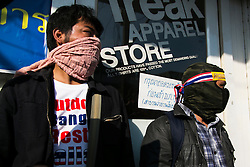 © Licensed to London News Pictures. 17/01/2014. Anti-Government protestors guard a door of the alledged suspect whom threw an explosive device injuring eight people during an anti-government street rally on January 17, 2014 in Bangkok, Thailand. Anti-government protesters launch 'Bangkok Shutdown', blocking major intersections in the heart of the capital, as part of their bid to oust the government of Prime Minister Yingluck Shinawatra ahead of elections scheduled to take place on February 2. Photo credit : Asanka Brendon Ratnayake/LNP