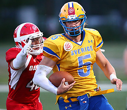 06.06.2014, Stadion Ravelinstrasse, Wien, AUT, American Football Europameisterschaft 2014, Spiel um Platz 5, Daenemark (DEN) vs Schweden (SWE), im Bild Philip Norregaard  Hargett, (Team Denmark, LB, #40) und  Anders Hermodsson, (Team Sweden, QB, #5) // during the American Football European Championship 2014 game for place 5 between Denmark and Sweden at the UPC Arena, Graz, Austria on 2014/06/06. EXPA Pictures © 2014, PhotoCredit: EXPA/ Thomas Haumer