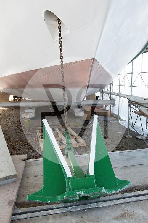 SCHWEIZ - MEISTERSCHWANDEN - Das Flaggschiff MS Brestenberg wurde über den Winter aus dem Wasser genommen und Renoviert. Hier der Anker. - 10. Februar 2015 © Raphael Hünerfauth - http://huenerfauth.ch