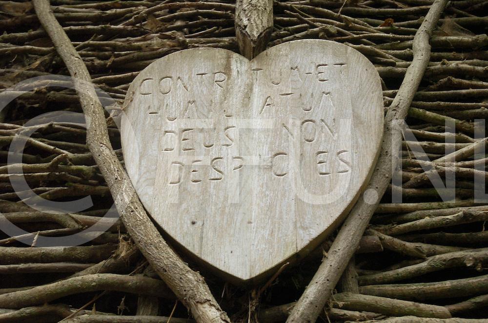 061207 vilsteren ned<br /> Dhr Kamperman organisator van levende kerstwandeling elk jaar gehouden in Vilsteren.<br /> Foto detail kluizenaarshut.<br /> fotografie frank uijlenbroek&copy;2006 michiel van de velde