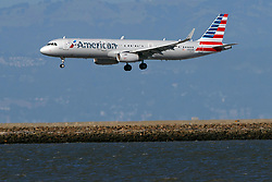 Airbus A321-231 (N136AN) operated by American Airlines landing at San Francisco International Airport (KSFO), San Francisco, California, United States of America