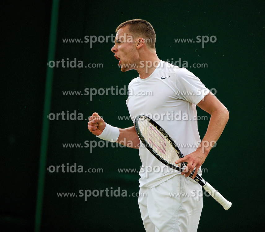 28.06.2014, All England Lawn Tennis Club, London, ENG, ATP Tour, Wimbledon, im Bild Joshua Sapwell (GBR) during the Boys' Singles 1st Round match on day six // 15065000 during the Wimbledon Championships at the All England Lawn Tennis Club in London, Great Britain on 2014/06/28. EXPA Pictures &copy; 2014, PhotoCredit: EXPA/ Propagandaphoto/ David Rawcliffe<br /> <br /> *****ATTENTION - OUT of ENG, GBR*****
