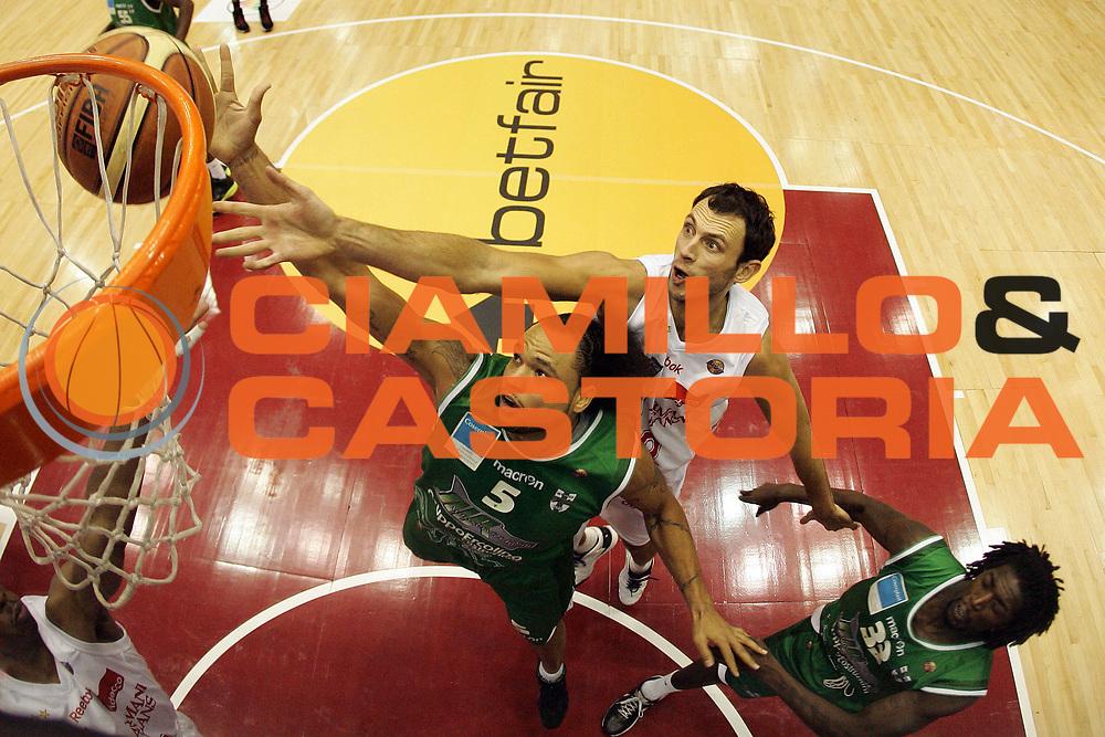 DESCRIZIONE : Milano Lega A 2010-11 Armani Jeans Milano Air Avellino<br /> GIOCATORE : Chevon Troutman Thomas Van Den Spiegel<br /> SQUADRA : Air Avellino Armani Jeans Milano<br /> EVENTO : Campionato Lega A 2010-2011<br /> GARA : Armani Jeans Milano Air Avellino<br /> DATA : 12/12/2010<br /> CATEGORIA : Rimbalzo Special Super<br /> SPORT : Pallacanestro<br /> AUTORE : Agenzia Ciamillo-Castoria/G.Cottini<br /> Galleria : Lega Basket A 2010-2011<br /> Fotonotizia : Milano Lega A 2010-11 Armani Jeans Milano Air Avellino<br /> Predefinita :