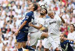 Tenerife's Richi (l) and Real Madrid's Alvaro Arbeloa and Pepe (r) during La Liga match.September 2 2009.