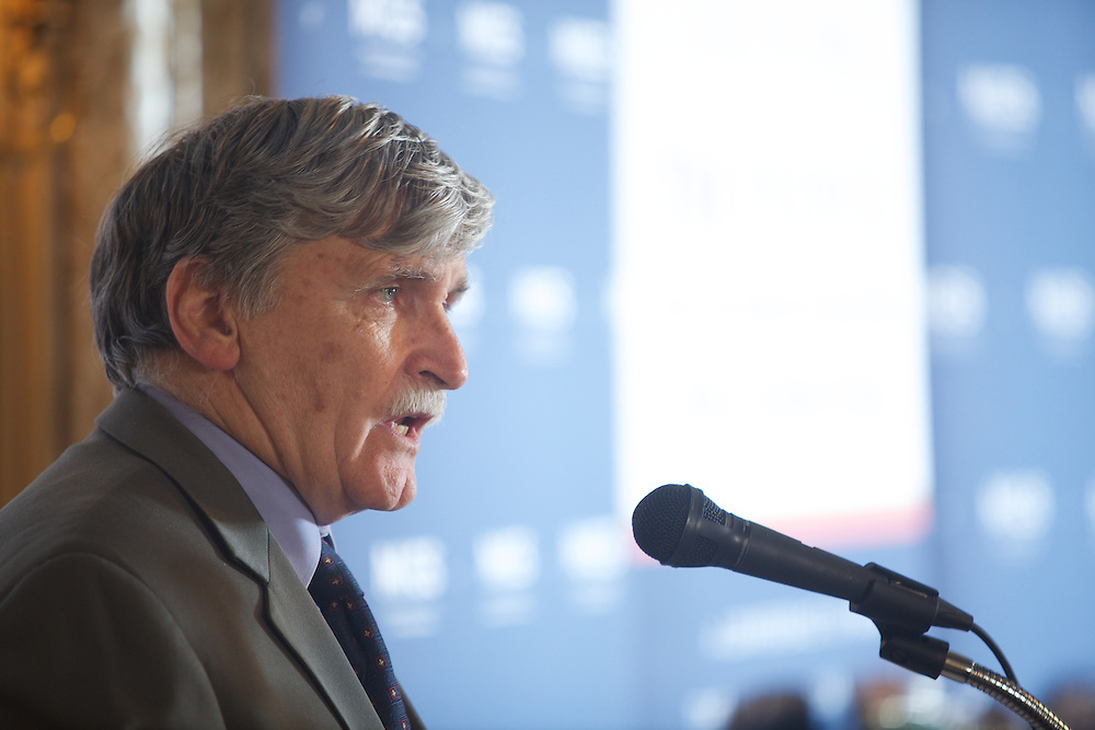 """MIGS Conference 2011..End of the conference and concluding remarks by the Honourable Roméo Dallaire..From the press release:..Some of the world's foremost experts on the role of media in preventing mass atrocities will bring their latest insights to the upcoming conference, The Promise of Media in Halting Mass Atrocities: A Conference to Mark the 10th Anniversary of the Responsibility to Protect (R2P). Concordia University's Montreal Institute for Genocide and Human Rights Studies (MIGS) is organizing the conference, which takes place October 20 and 21 at the Mount Stephen Club (1440 Drummond St.). """"We're at the point now where there are so many Tweets, Facebook messages, and SMS texts that trying to read them in a crisis is like trying to drink water from a fire hose,"""" says MIGS Director Frank Chalk. The conference will explore breakthrough techniques for translating, managing and making actionable sense of this flood of information and new tools for prevention. The conference features 16 speakers and four panel discussions:.The Responsibility to Report: Can the Media Make a Difference?.From Streets to Tweets: Harnessing the Power of Social Media and Technology.The Link Between the News Media and Governmental Leadership.R2P in 2011: Libya, Syria and Sudan..R2P is a Canadian-sponsored initiative that seeks to protect civilians from genocide, crimes against humanity, ethnic cleansing, serious war crimes and other mass atrocities. If a state is unwilling or incapable of protecting its citizens, and refuses international assistance, R2P requires the international community to act swiftly to prevent or mitigate such crimes. Kyle Matthews, lead researcher at MIGS, says R2P in 2011 is about how to report on crises. """"But it's also about how new electronic tools are being deployed in the fight against mass atrocities and genocide,"""" he says. """"For example, using media to harness early warning signs and mitigate conflict so we can prevent rather than react. �"""
